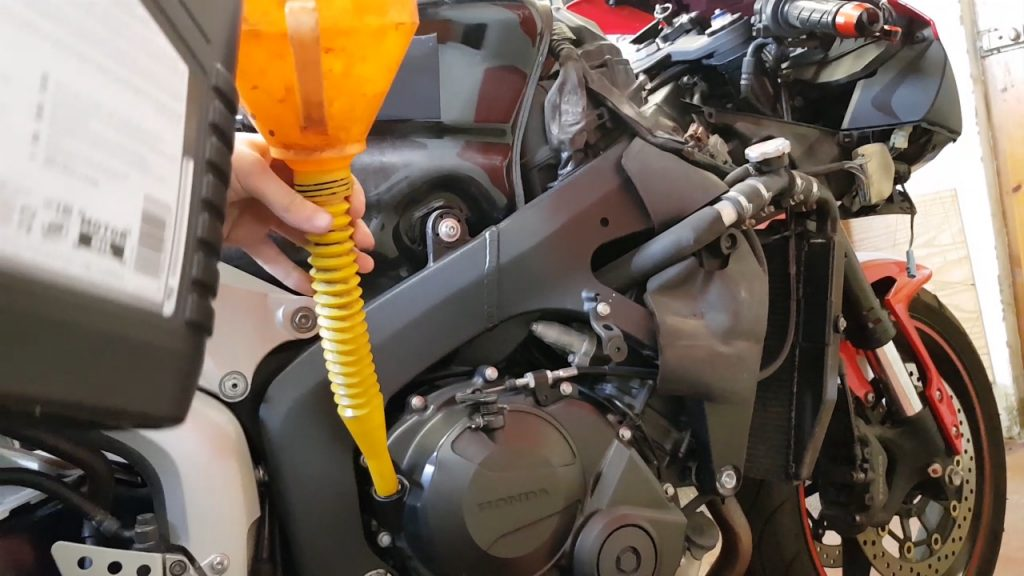 Honda CBR 600 RR Oil Fill